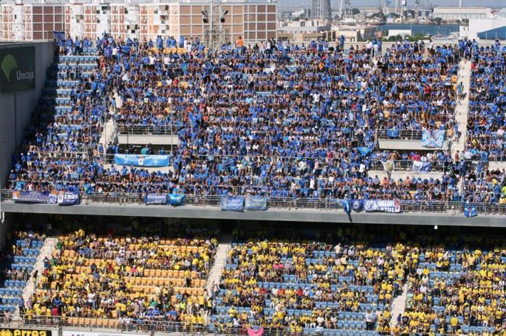 Aficionados-de-Real-Oviedo-y-Cádiz-en-el-Ramón-de-Carranza.jpeg